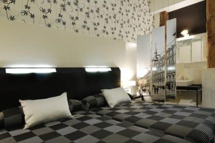 hotel Madrid hostal alhambra suites 1