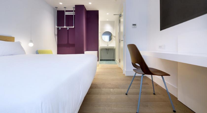 hotel Madrid one shot prado 23 8